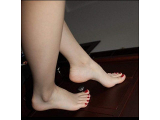 Masajes de pies y reflexología.